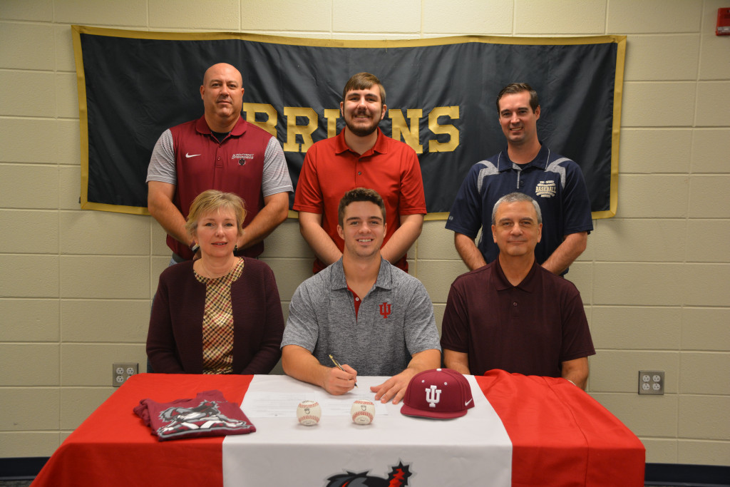 Derek Wagner Signs to play Baseball