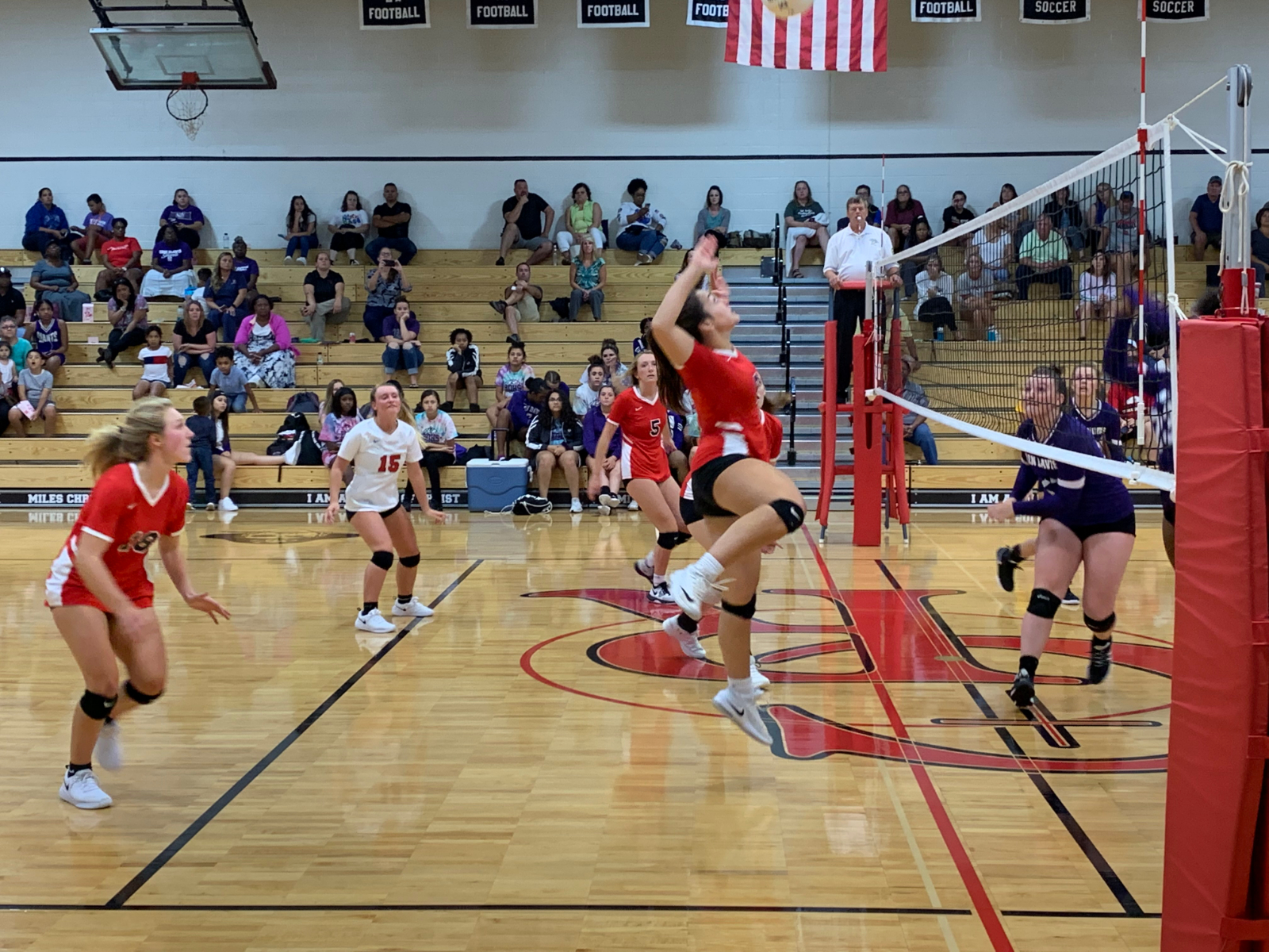 Raiders Volleyball Chops Down Giants