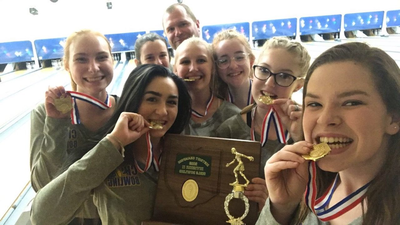 Girls Bowling Team Finishes as District Champions, Qualify for State Tournament