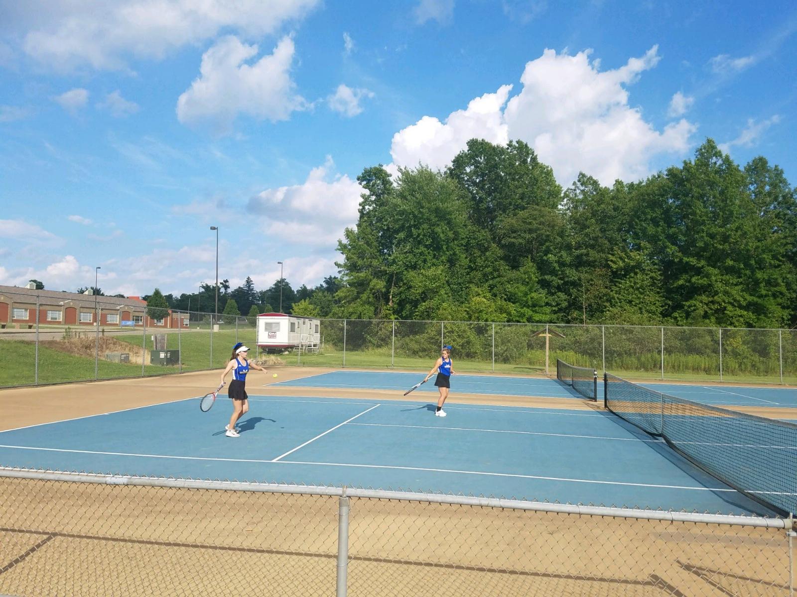 Girls Tennis Defeats Southeast
