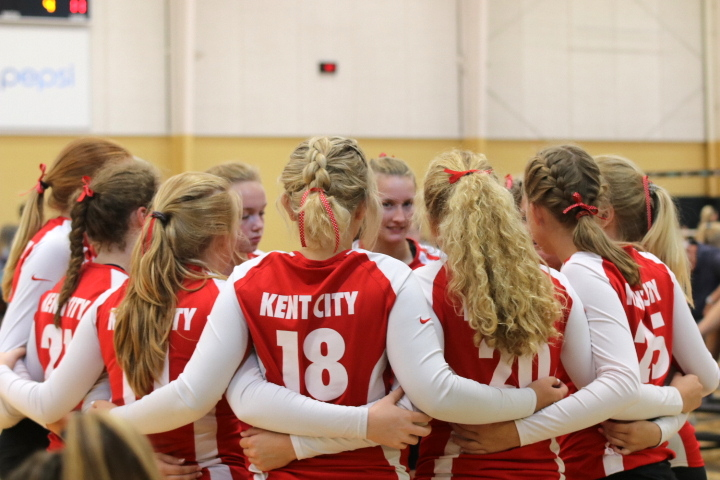 Varsity volleyball opens season 2-2-2 at West Michigan Volleyball Officials Scholarship Tournament