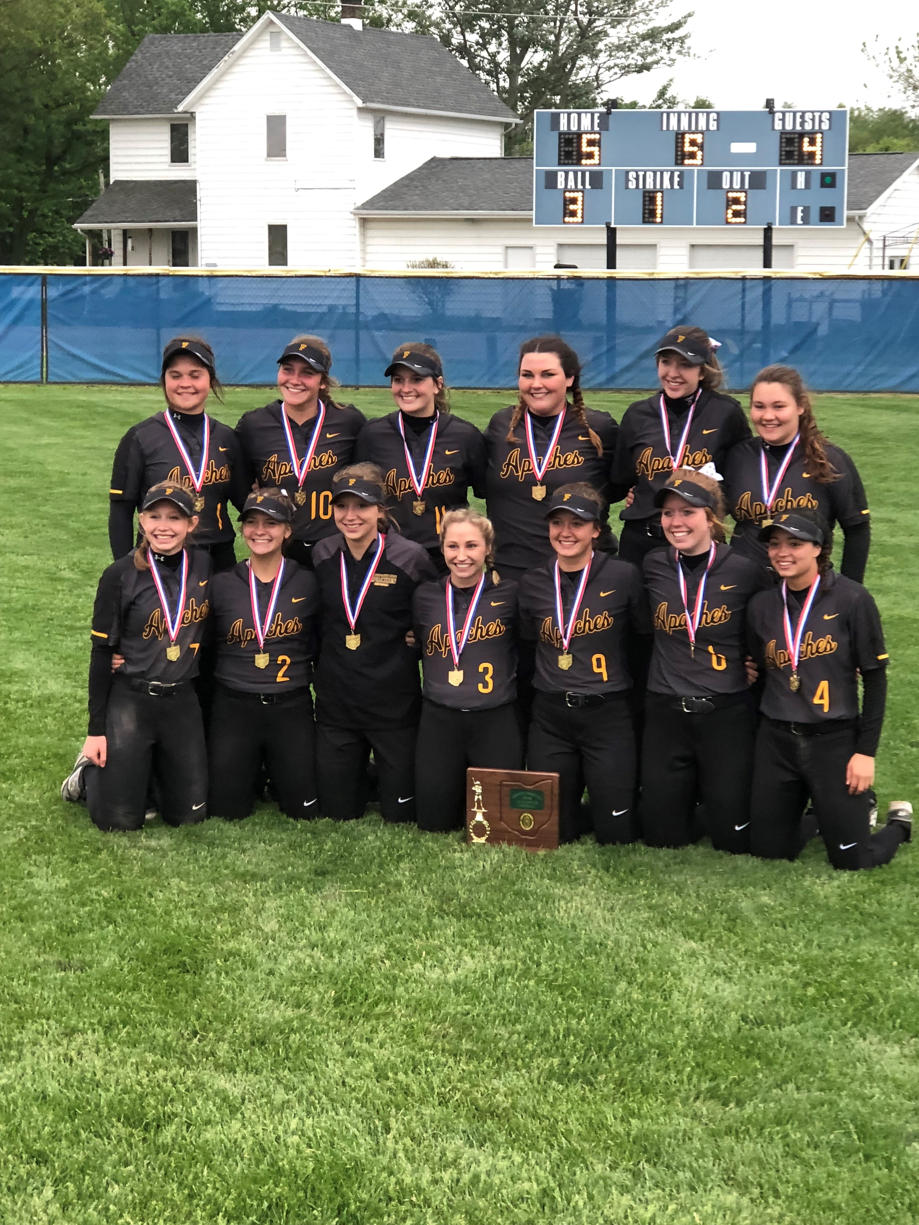 Softball team defeats Patrick Henry 5-4 to win District Title