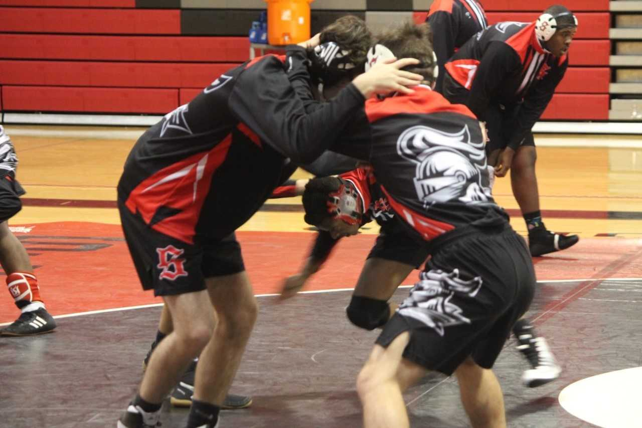 Wrestling Falls at Home to Summerville, Travel to Lugoff-Elgin For Weekend Tournament