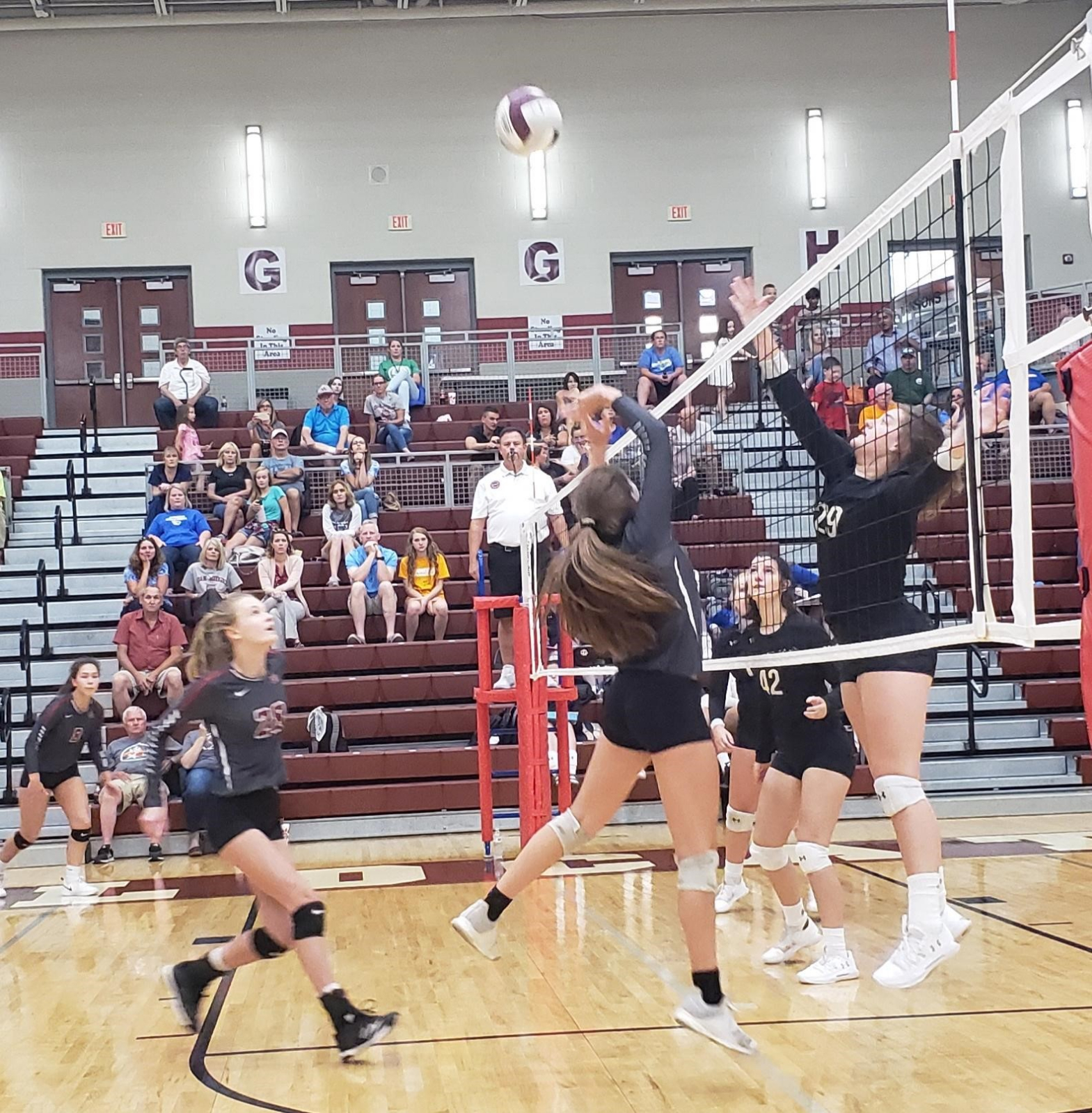 Lady Wildcats Volleyball Stays Undefeated in District