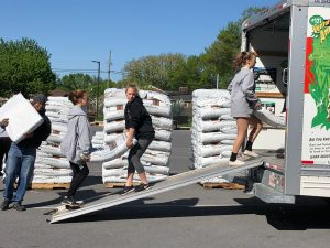 Photo Gallery: 2019 Boosters Mulch Delivery