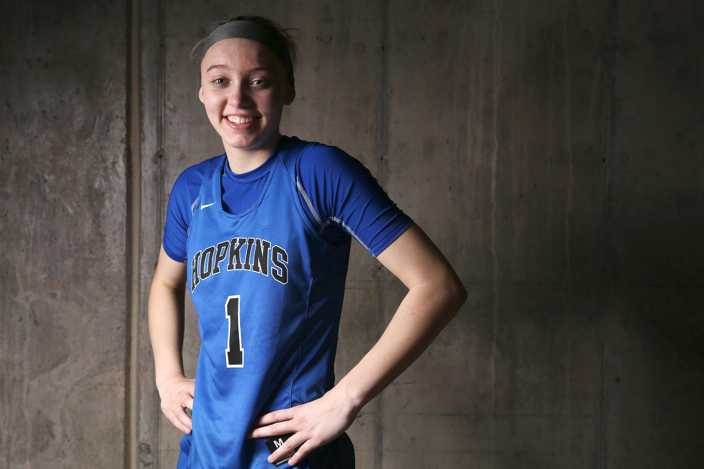 Paige Bueckers earns Star Tribune Metro Player of the Year