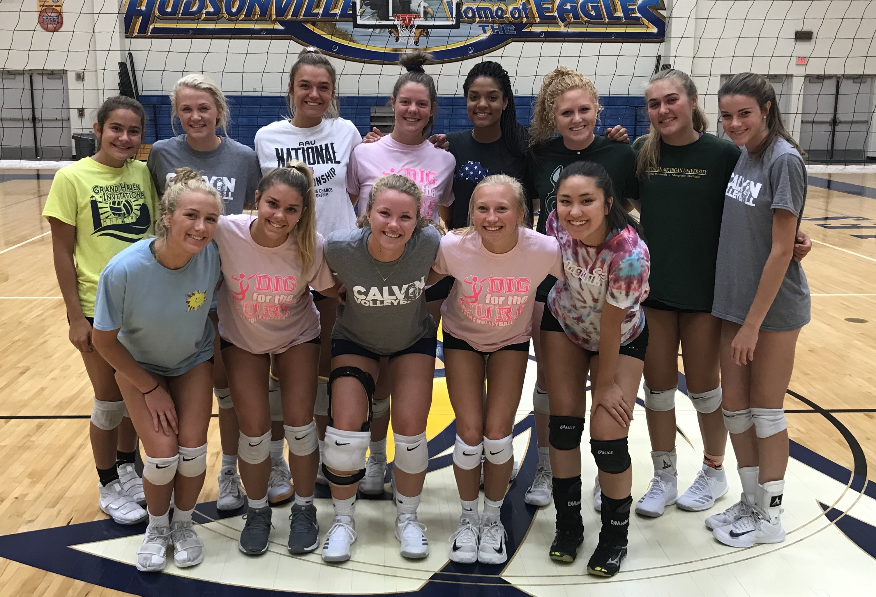 Varsity Volleyball Goes 5-1 at Grand Haven