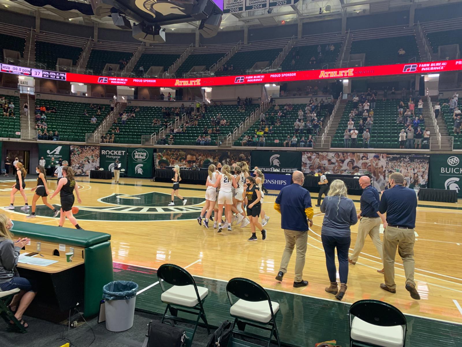 Girl's Basketball Advances to State Championship