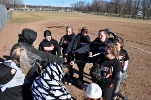 Normandy Softball Photo Gallery v North Olmsted