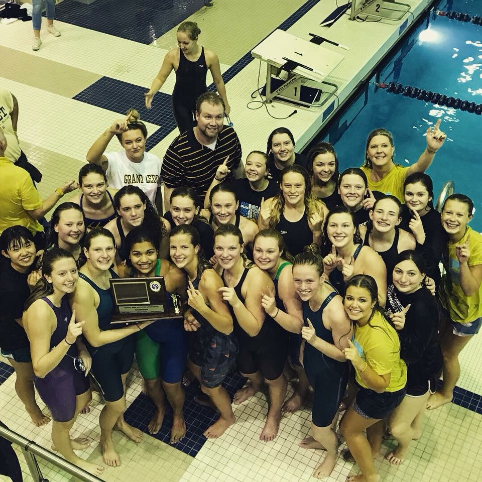Comets Clinch League Title with Record-Breaking Relay