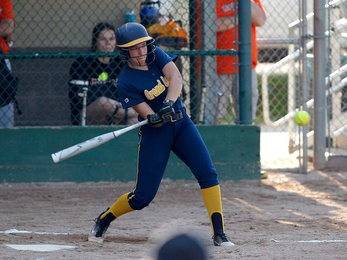Comet Softball Finishes Undefeated CAAC Blue Season with Sweep of Vikings