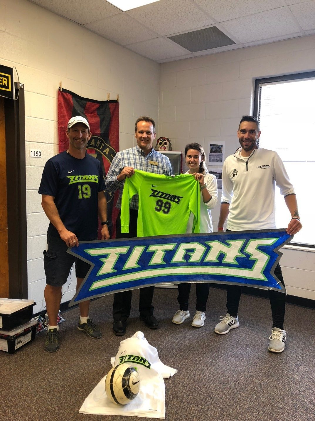 Discovery Soccer donates to Richards Middle!