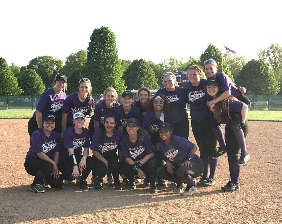 Softball Pulls off Huge Upset – Advances to District Finals!