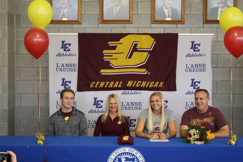 Congratulations to Samantha Mills on Signing with Central Michigan University