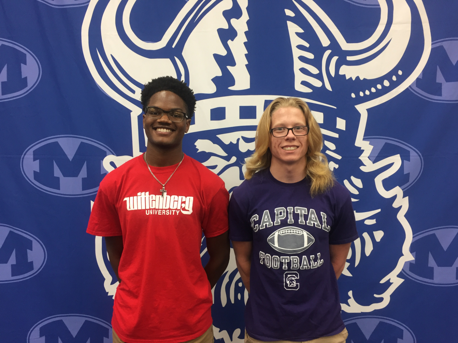 2 Seniors Sign on Signing Day