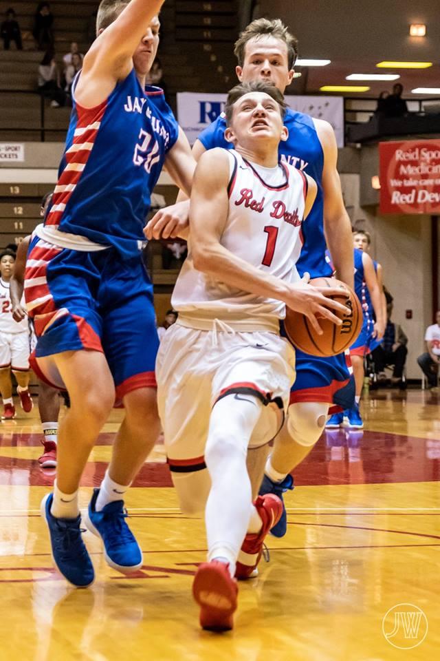 Boys Basketball: Devils Dominant in Road Win