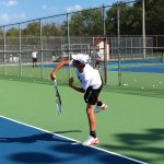 Tennis declaws Bears 5-0