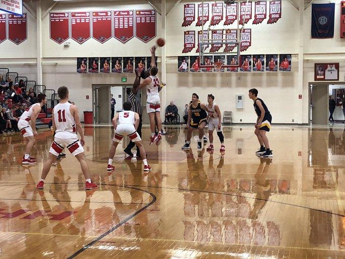 Boys basketball slams weekend sweep