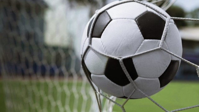 Girls Soccer Loses to Canfield, JV Tie