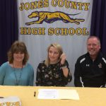 Lyons Signs Golf Scholarship