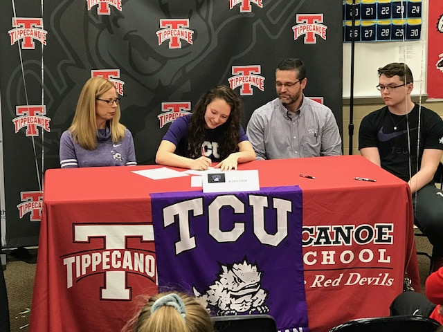 Alexis Cook Signed With TCU For Equestrian