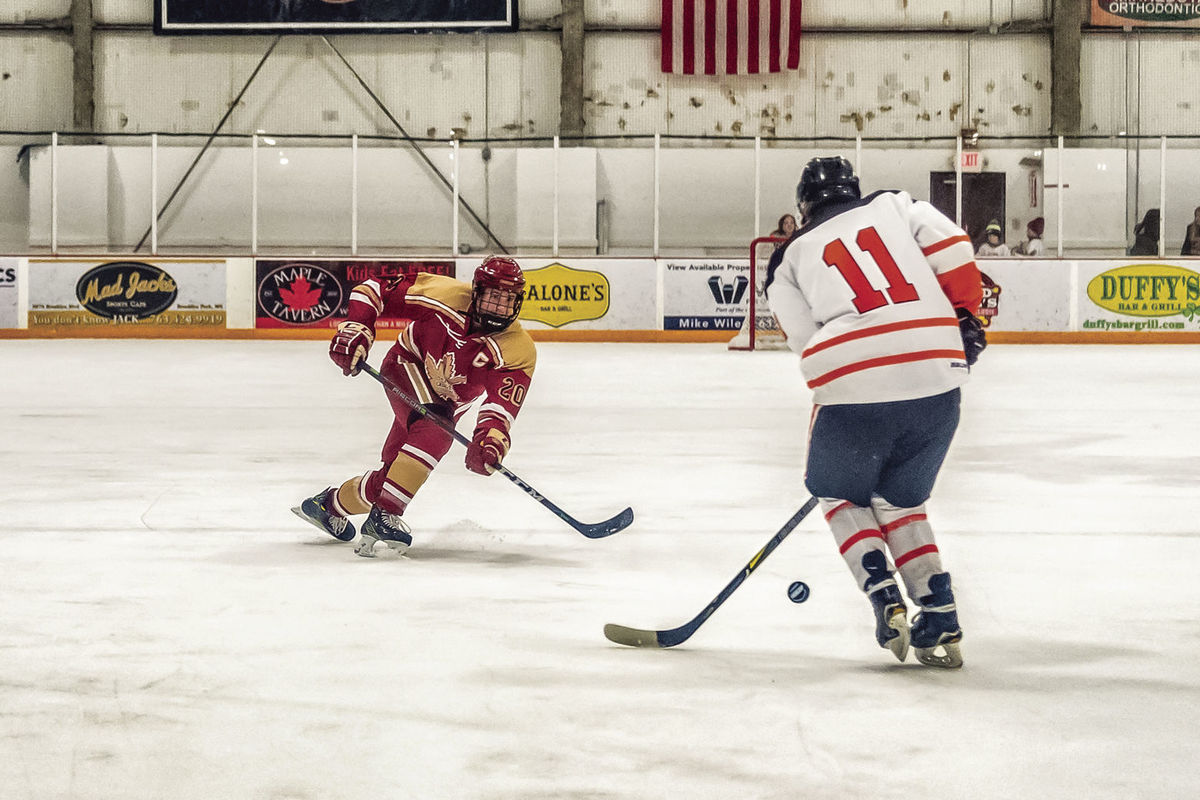Boys Hockey: Five-goal third period lifts team over Osseo