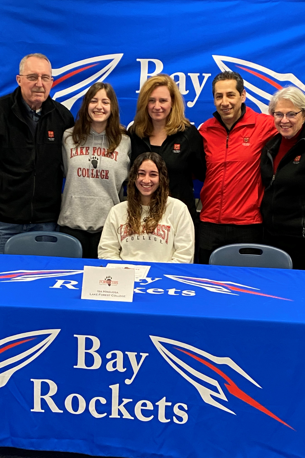 """Isa Hinojosa signs her """"National Letter of Intent"""" with Lake Forest College"""