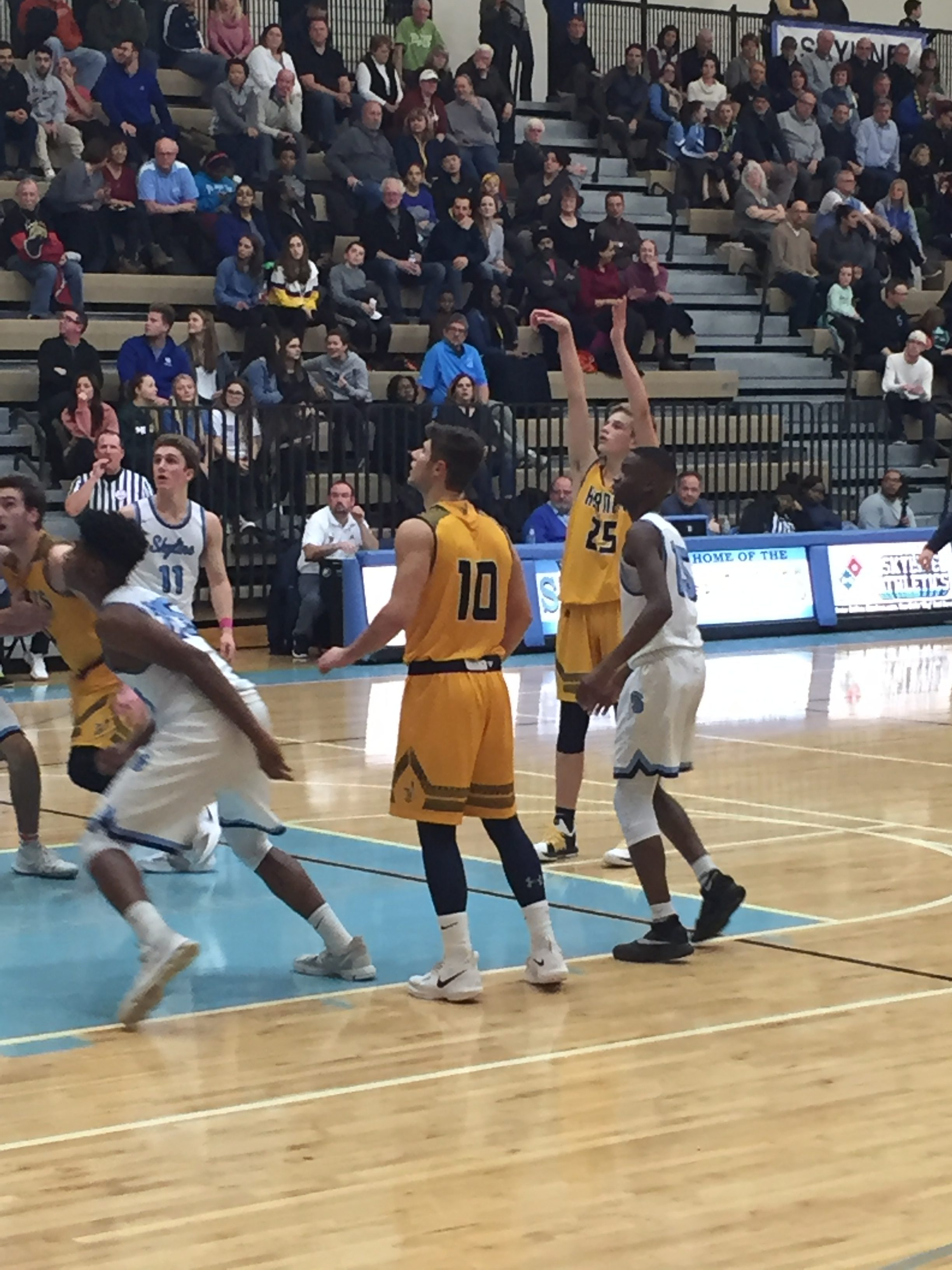 Persistent Hornets Fall 60-50 at Top Ranked Skyline