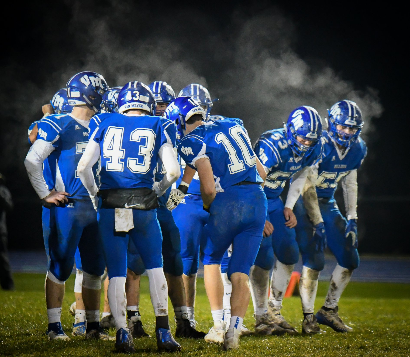 Bulldogs Win 38-12 Over Pella Christian to Advance in Playoffs