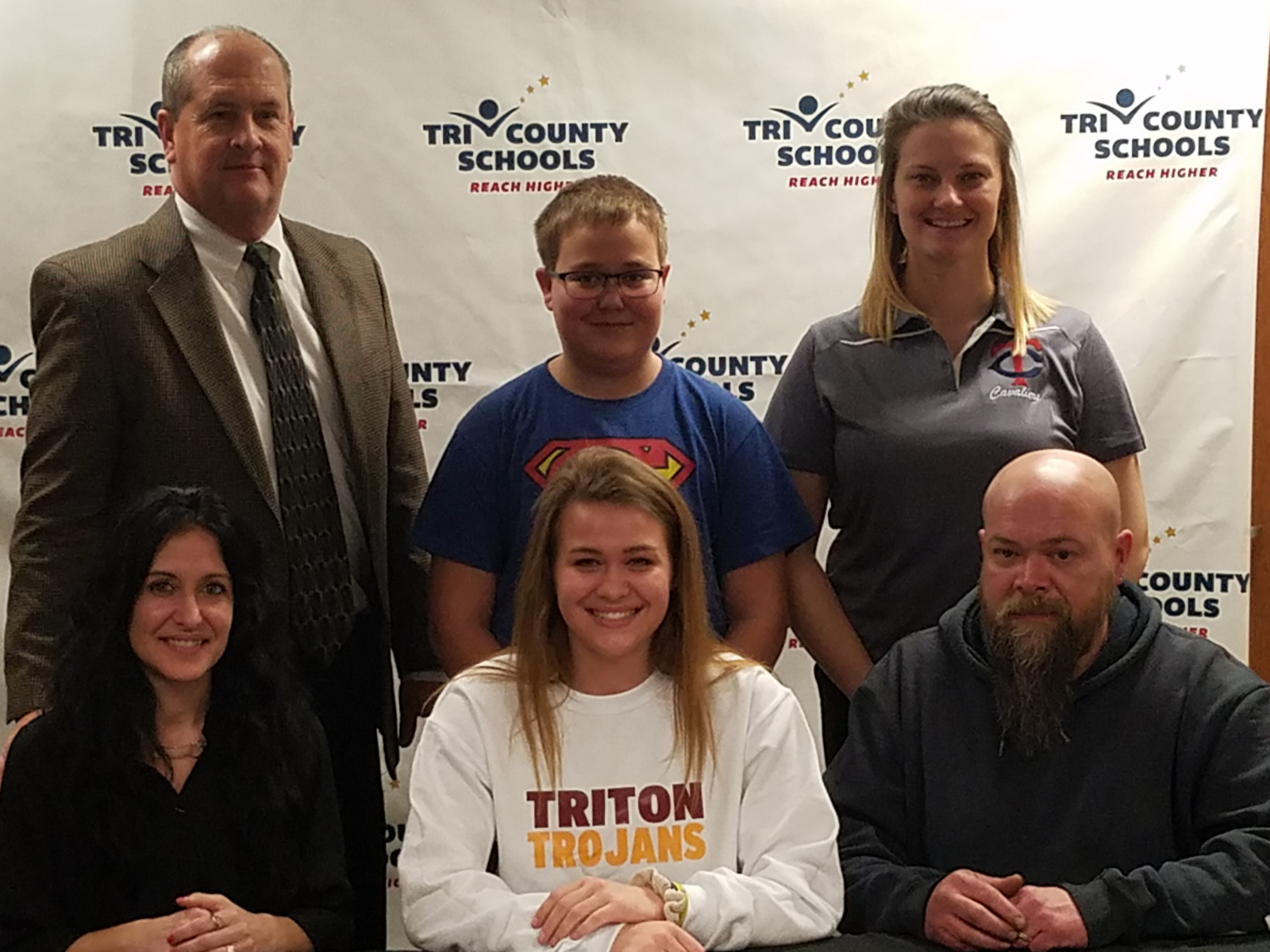 Auxier signs with Triton College