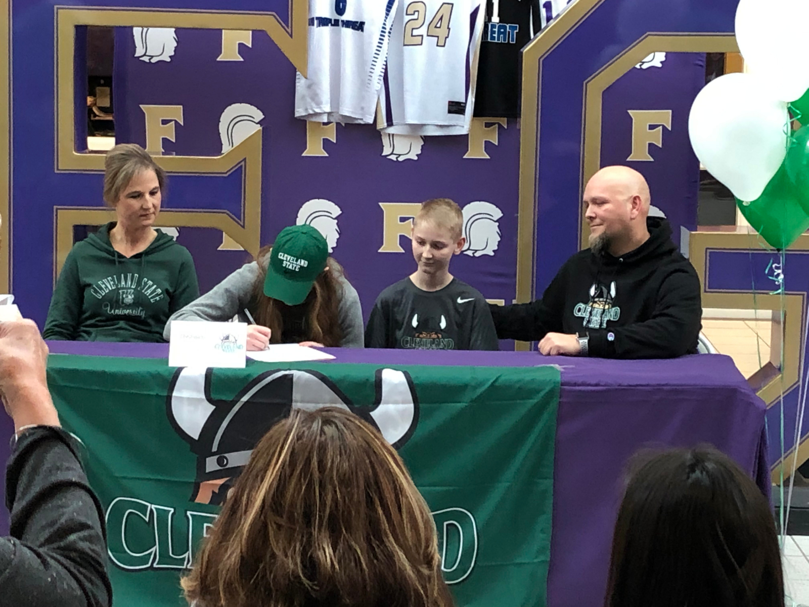 Basketball: Elie Smith signs NLI with Cleveland State Vikings!