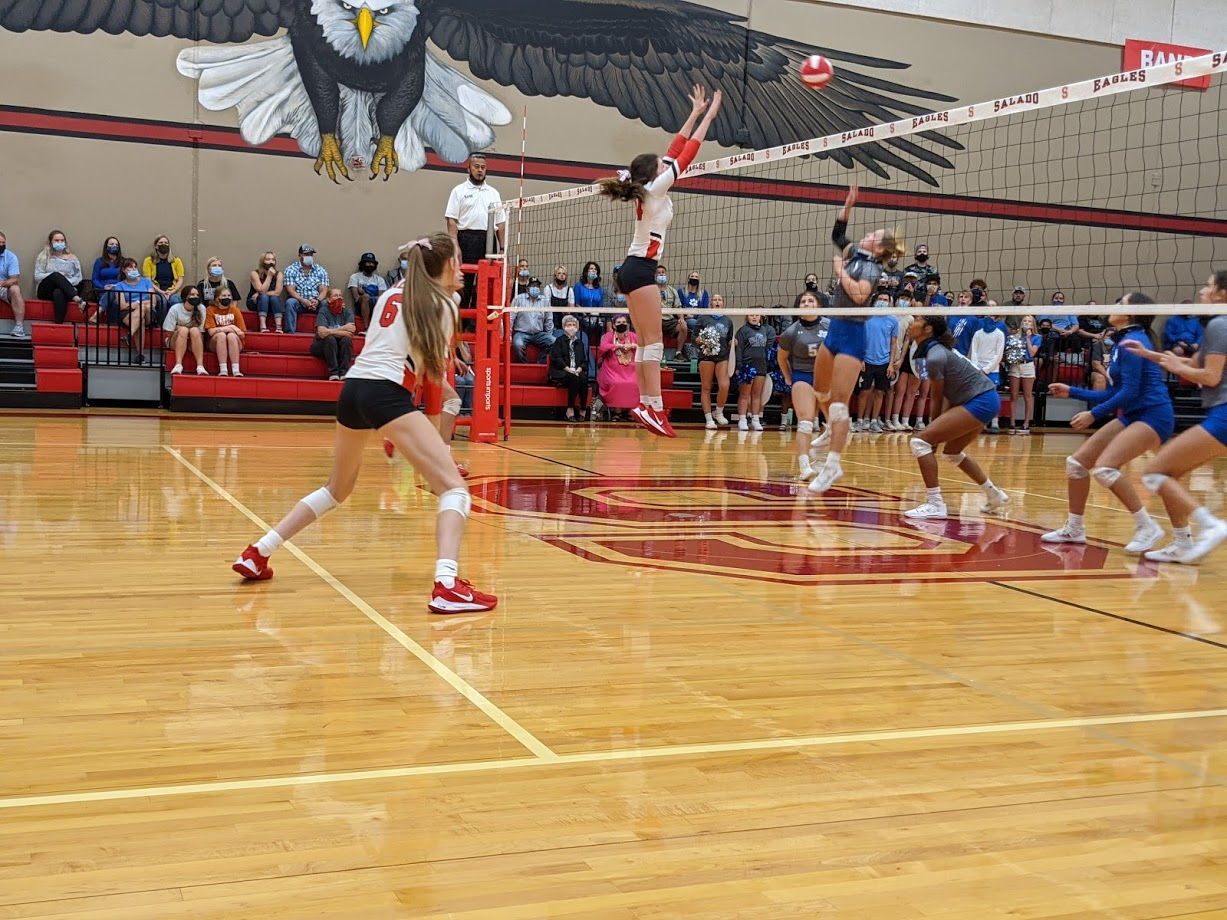 Lady Eagles Smash Jarrell, Move Into First