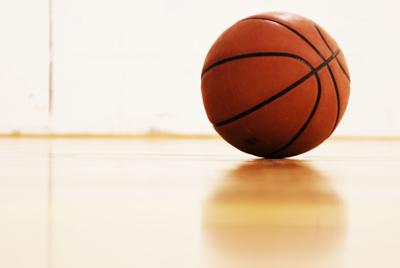 Boys Basketball Defeats Mishawaka to Advance to Sectional Finals