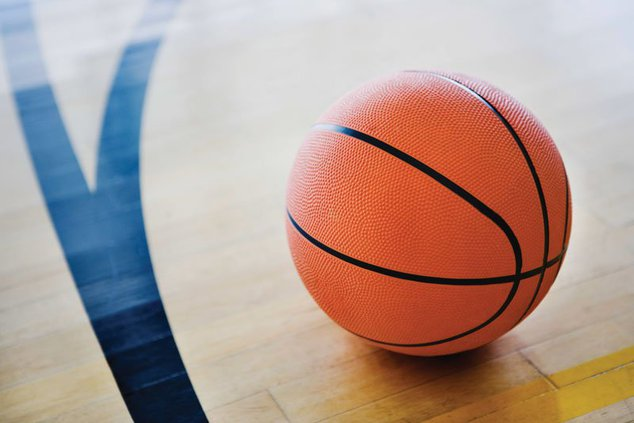 Boys Basketball Defeats Plymouth to Advance to Sectional Semifinals
