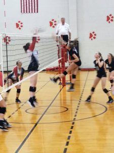Panther Volleyball Upsets Rushville, 3-2