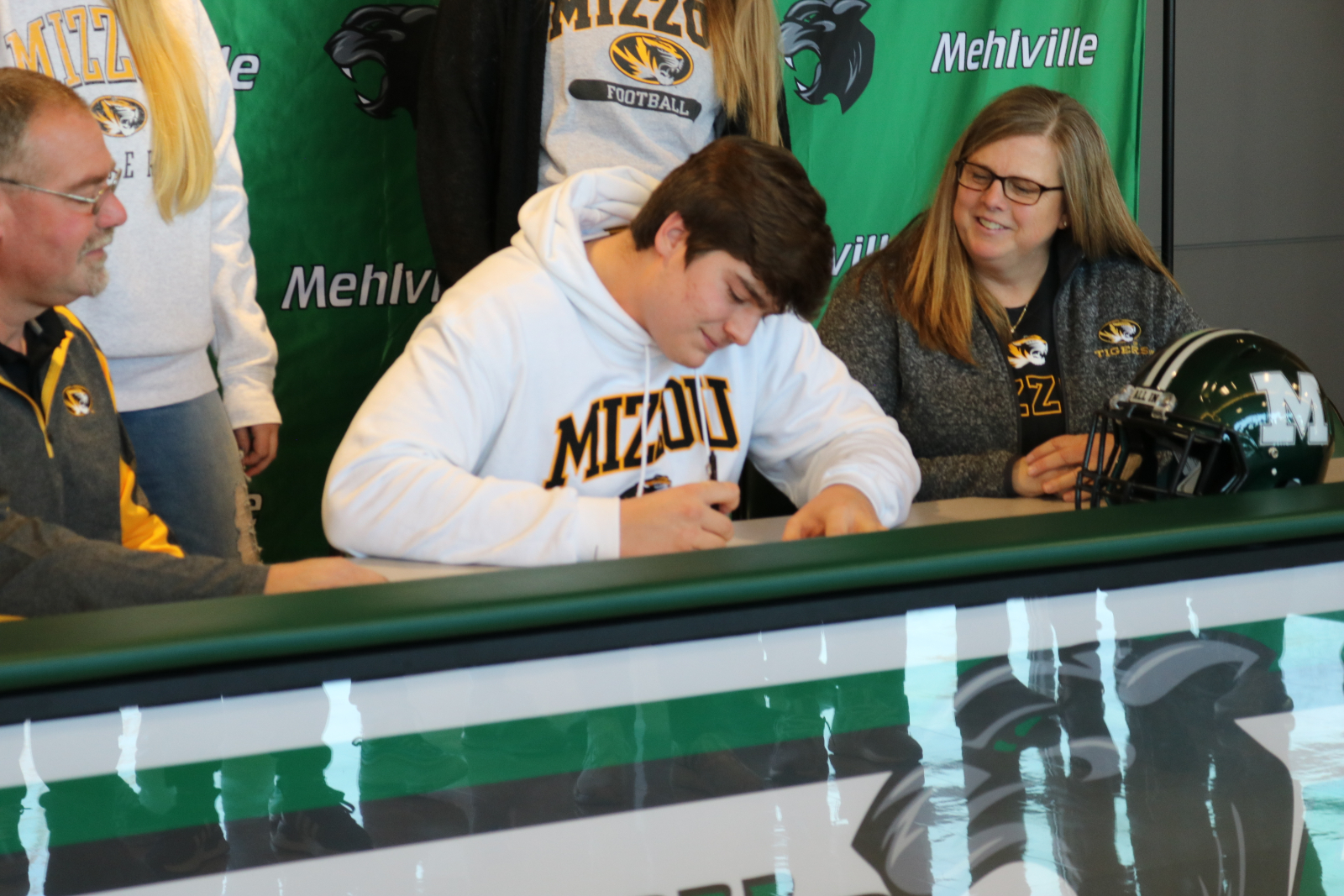 Mitchell Walters signs letter of intent with Mizzou