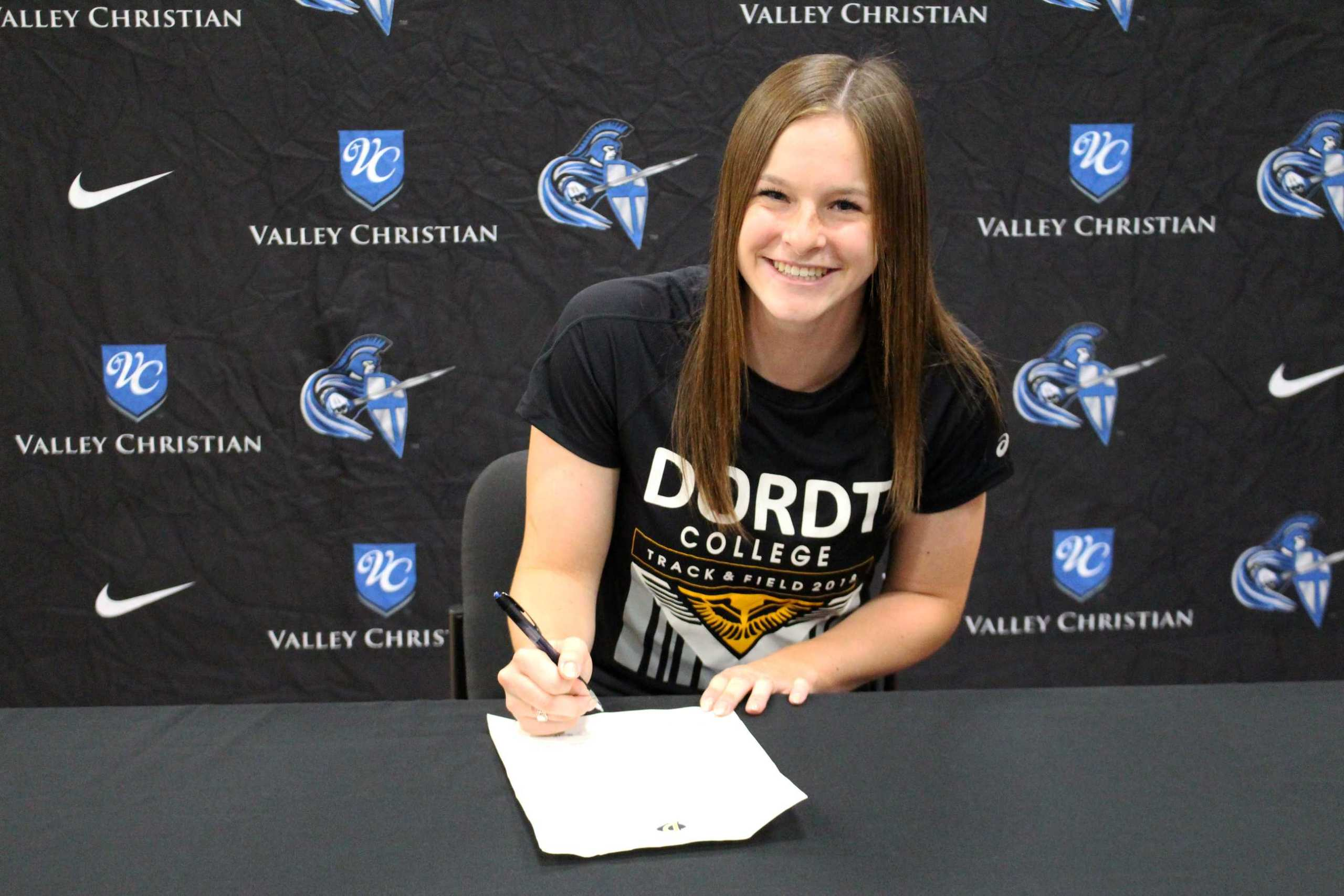 Hannah Rowe '18 signs with Dordt College