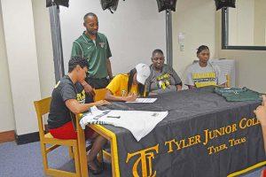 Lakendra  Bassett signing w/ Tyler Junior College