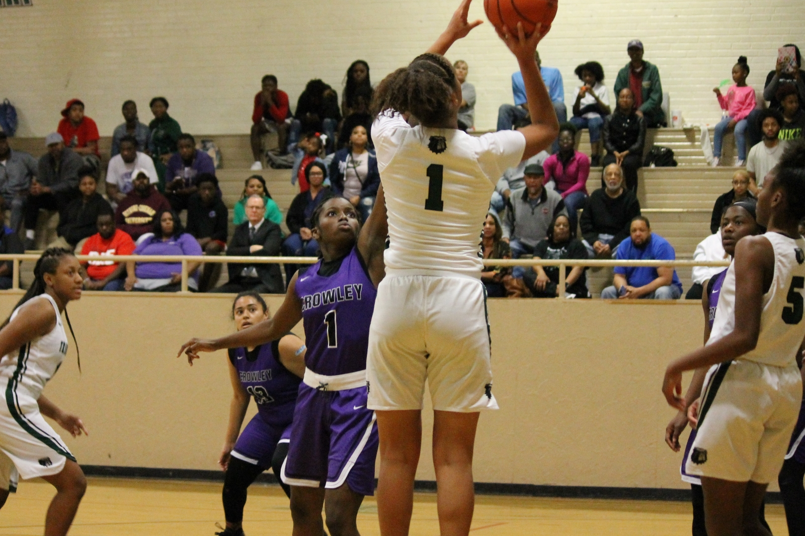 Last second shot doesn't fall for Crowley, Lady Bulldogs come away with a one point victory 54-53. Pictures and schedules