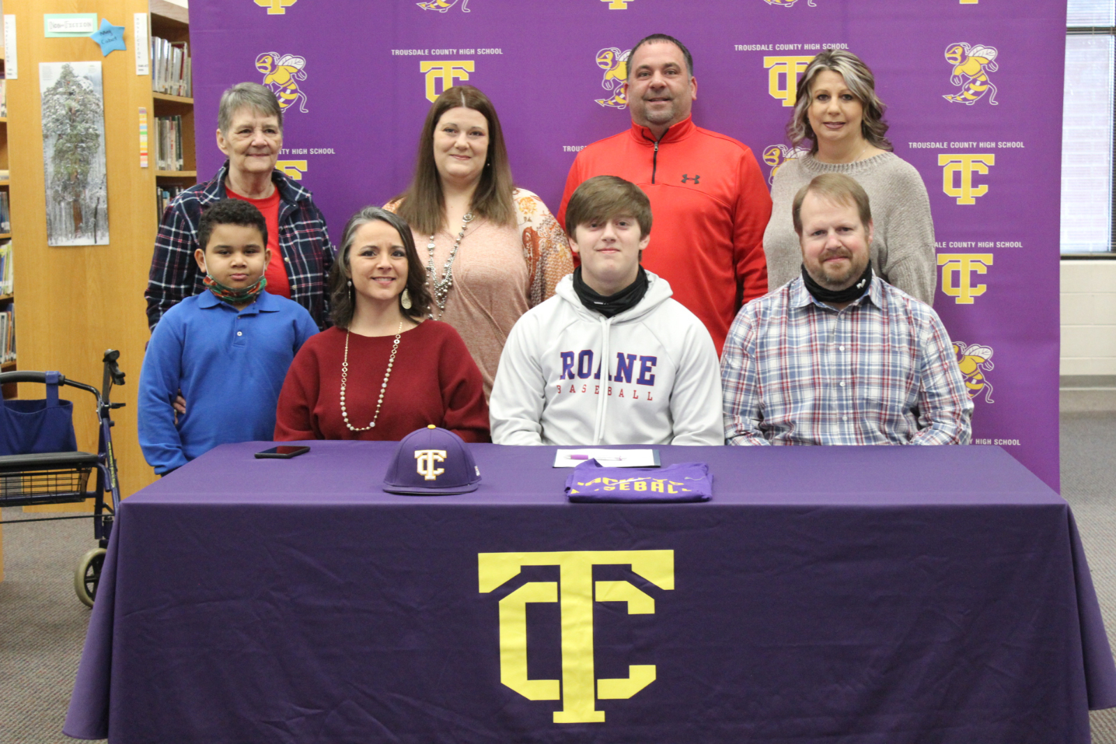 Ellis signs with Roane State Community College