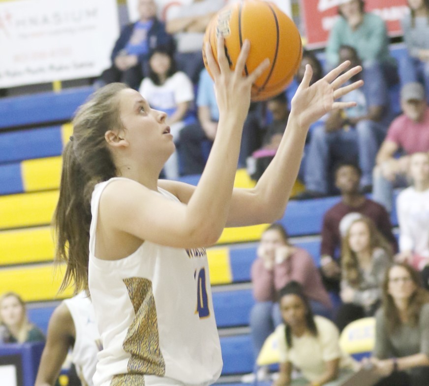 White Knoll Edges Wildcats in Late Comeback