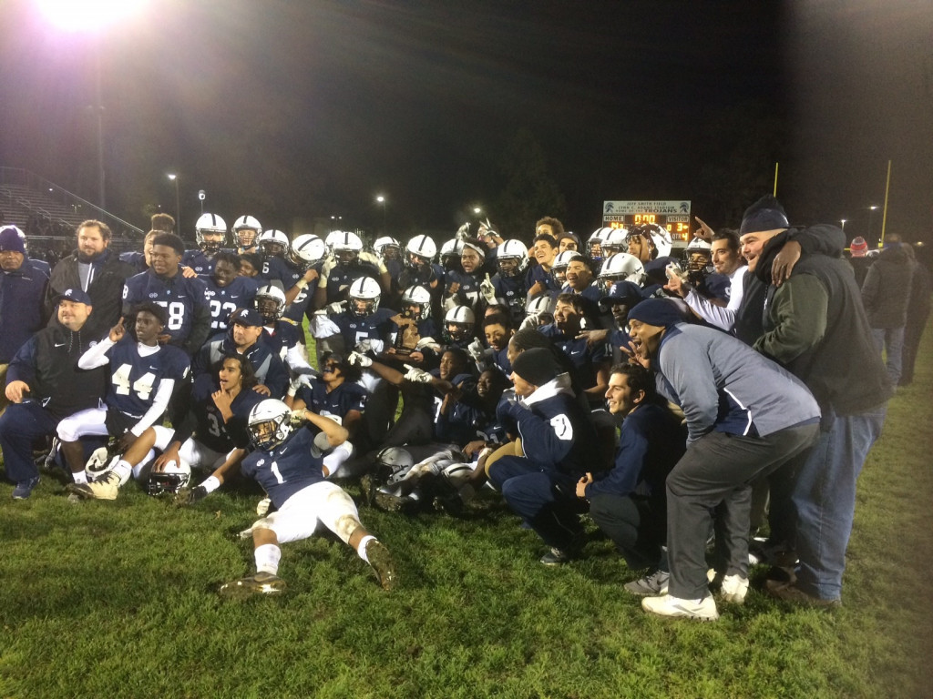 East Lansing High School Varsity Football beat Haslett High School 14-3