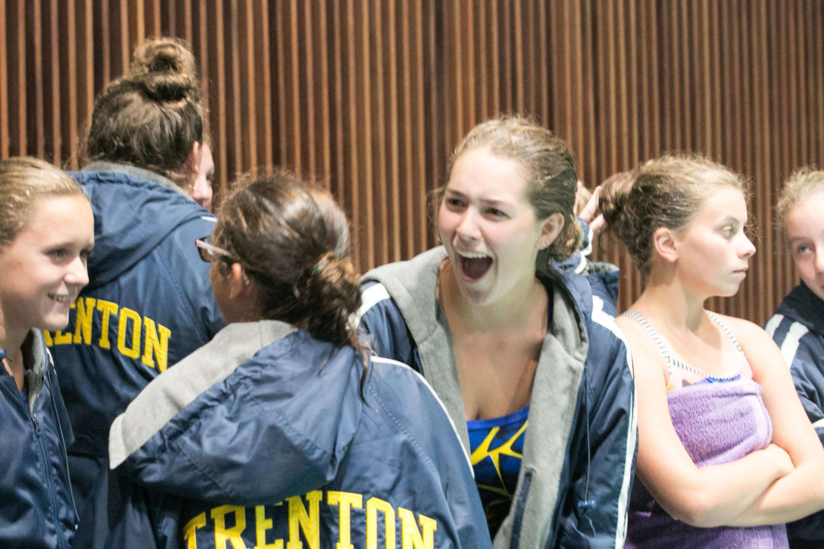 Girls Dive and Swim Past the Edsel Ford Thunderbirds – 06Sep18