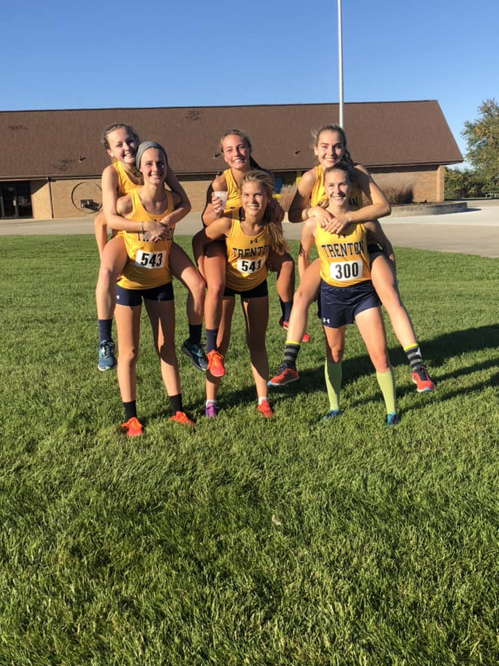 Girls XC Places 6th at DRL