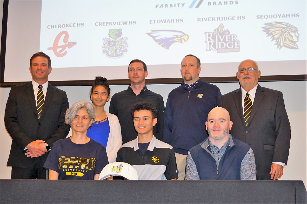 Hunter Clay Signs Golf Scholarship with Reinhardt University