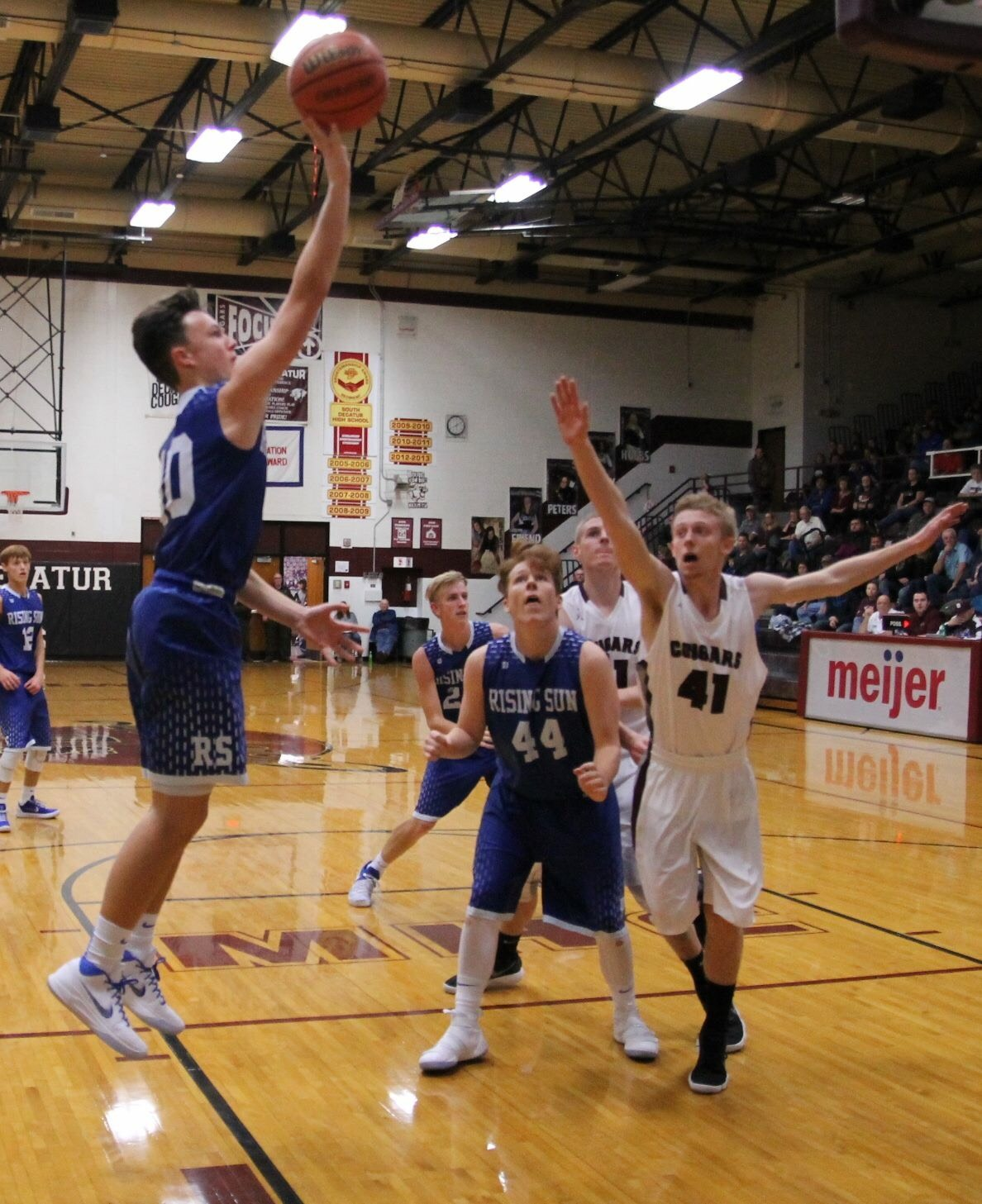Shiners Out Run Cougars