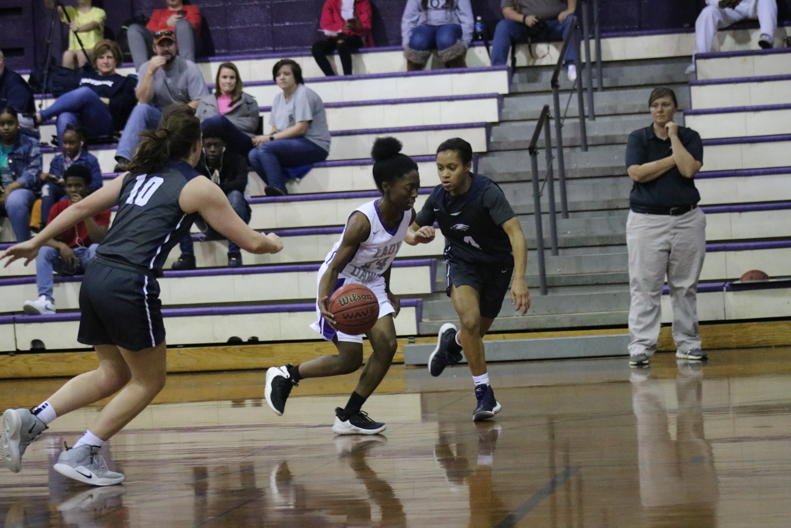 Lady Bulldogs grab a share of first place