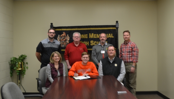 Jay Burgin signs with Maryville College