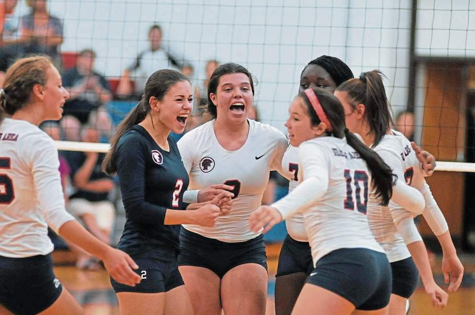 Girls Volleyball stuns Pine Richland, continues their roll.   Moves into Top Ten!
