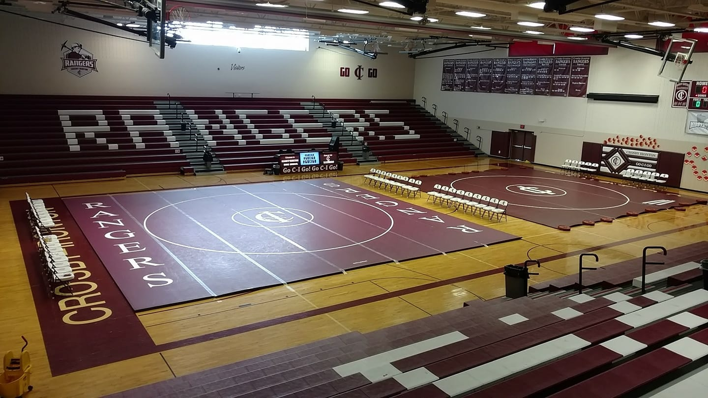 Wrestlers 1-1 in final home matches